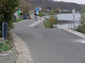 Exemple de rampe d'accès à l'eau non signalée et non sécurisée