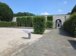 Cheminement en pierre naturelle dans le jardin des 3 terrasses