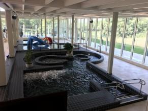 Bassin de détente: bancs à bulles, anneau avec courant