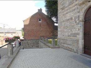 Escalier non sécurisé dans le prologement du cheminement