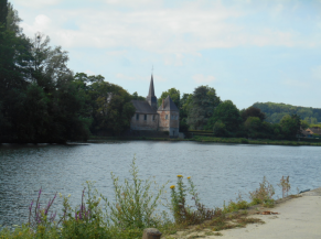 Eglise le long de la Meuse