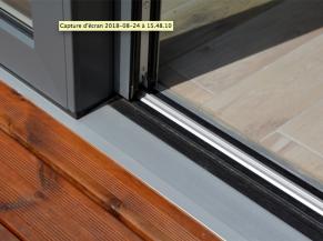 Profilé de châssis coulissant de plain-pied entre séjour et terrasse