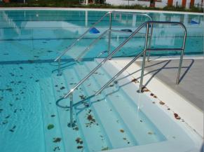 Escalier d'accès au bassin