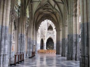 2 vastes couloirs latéraux