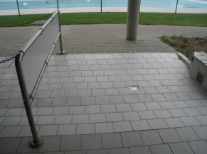 Double-rampe à la sortie des douches