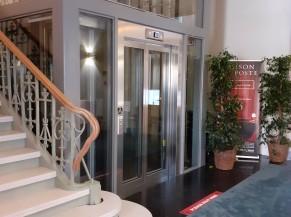 Ascenseur et escalier