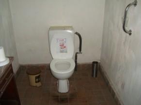 Intérieur d'un des sanitaires