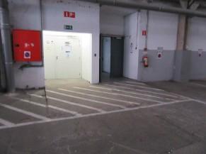 Entrée PMR depuis le parking (porte de droite)