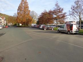 Parking disponible au pied de l'auberge de jeunesse de Namur