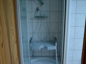 douche de la salle de bains à l'étage