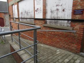 Rampe d'accès vue vers le trottoir