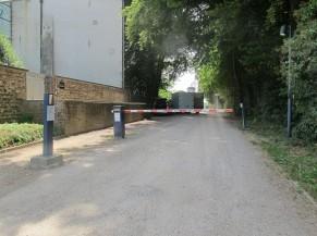 """Entrée parking """"PMR"""" - Rue de Courcelles"""