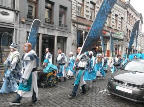 cortège d'une tribu dans les rues