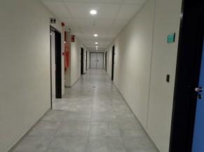 Couloir à l'intérieur du bâtiment