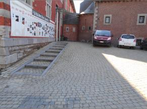 Accès vers accueil 2 (dans les bâtiments de l'Abbaye)