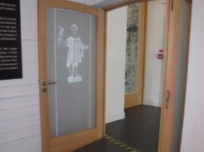 Rampe d'accès vers la 1ère salle de l'exposition temporaire