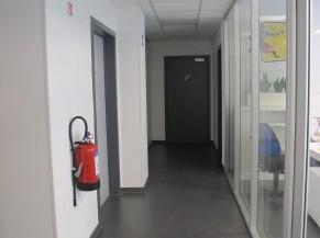 Couloir circulation vers les sanitaires